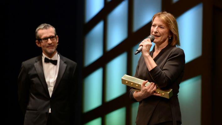 [:nl]Dagmar Manzel wint Faust voor 'Gif'[:en]Dagmar Manzel wint Faust voor 'Gif'[:de]Dagmar Manzel Gewinnerin Faust 2014 für 'Gift'[:]